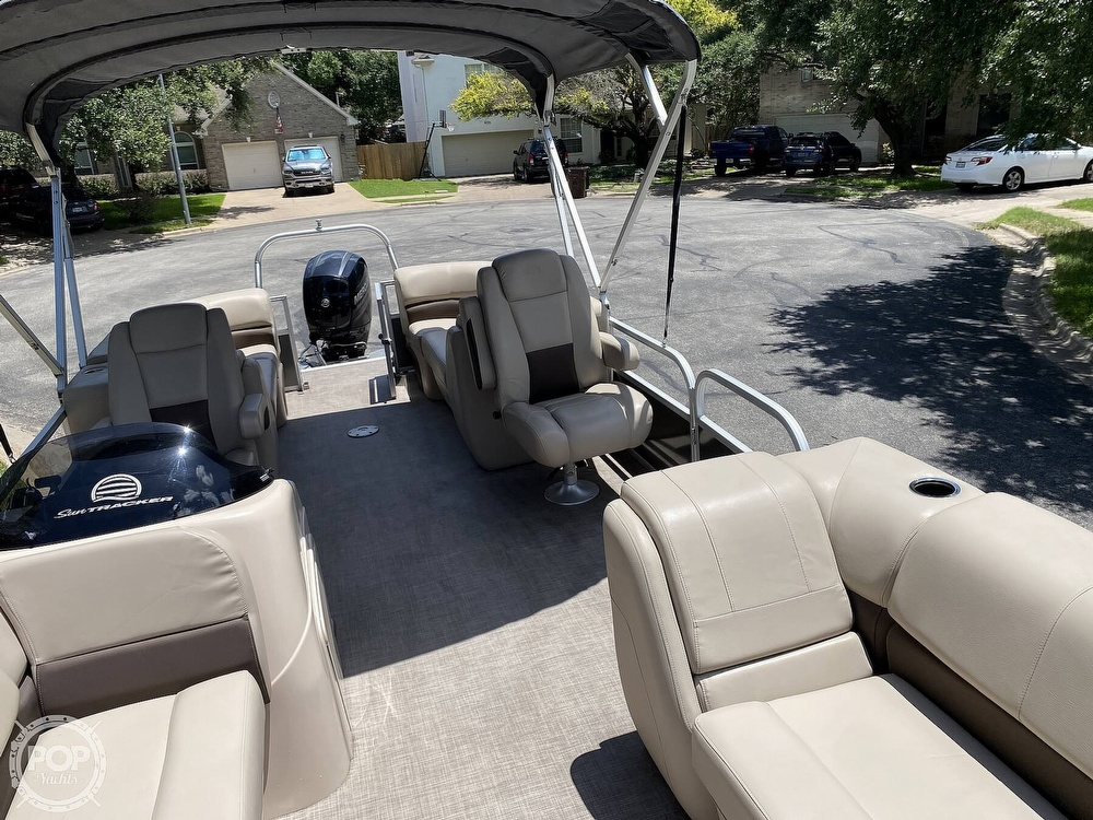 2019 Sun Tracker boat for sale, model of the boat is 24 DLX Party Barge & Image # 12 of 40