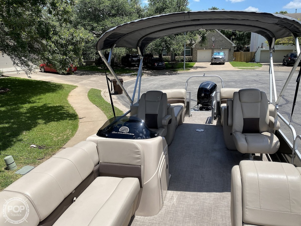 2019 Sun Tracker boat for sale, model of the boat is 24 DLX Party Barge & Image # 13 of 40