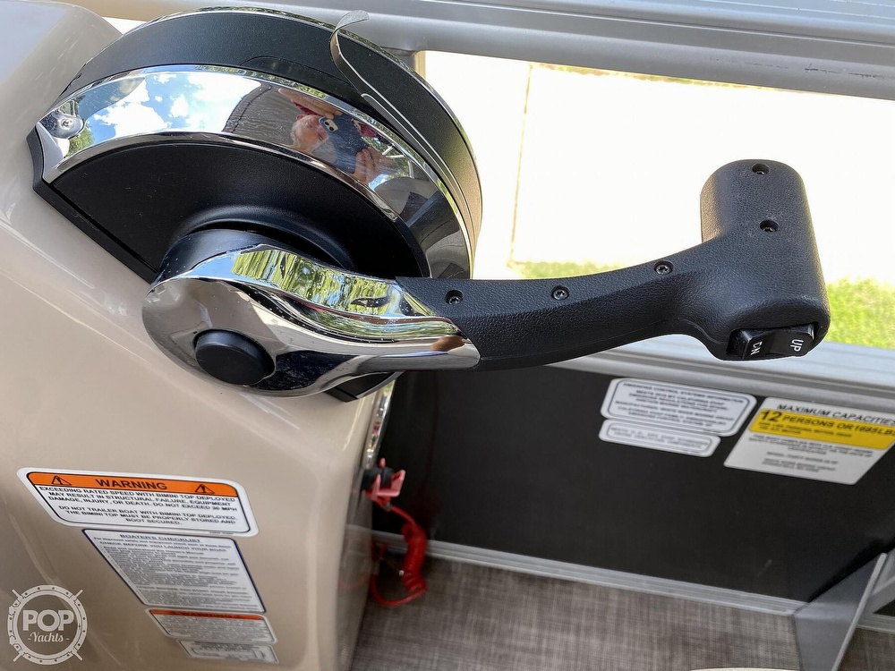 2019 Sun Tracker boat for sale, model of the boat is 24 DLX Party Barge & Image # 23 of 40
