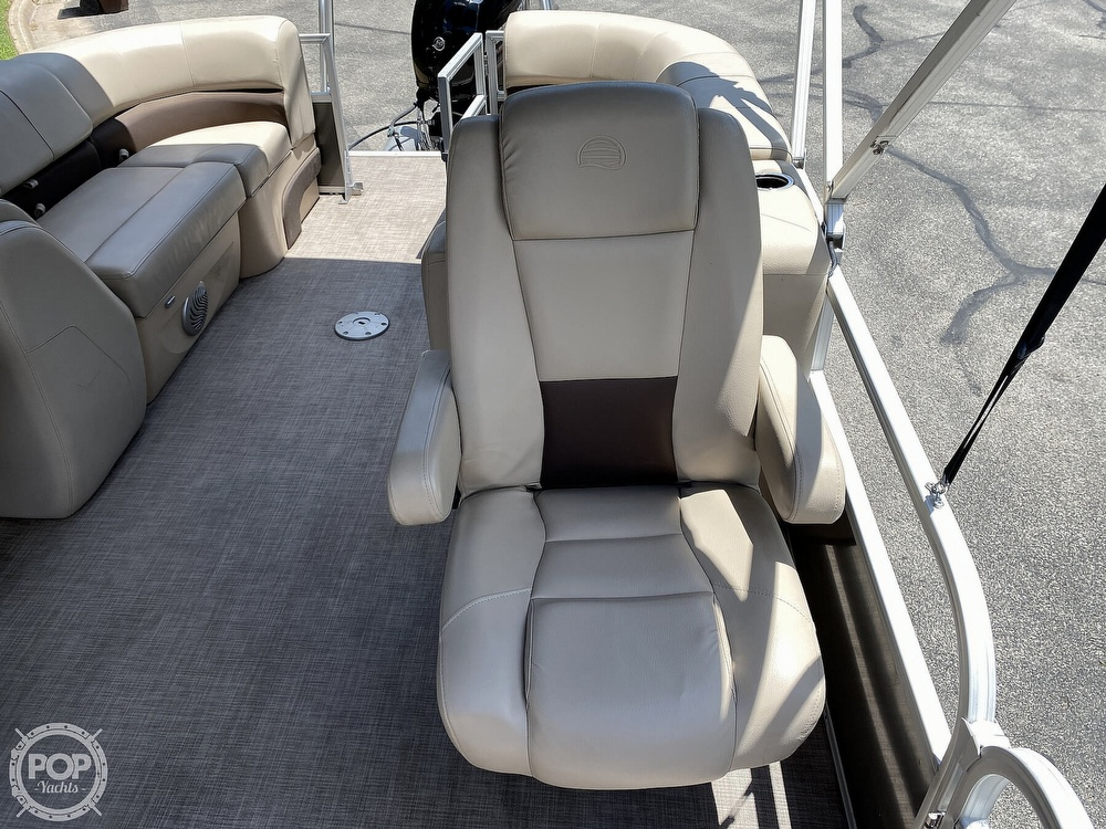 2019 Sun Tracker boat for sale, model of the boat is 24 DLX Party Barge & Image # 26 of 40