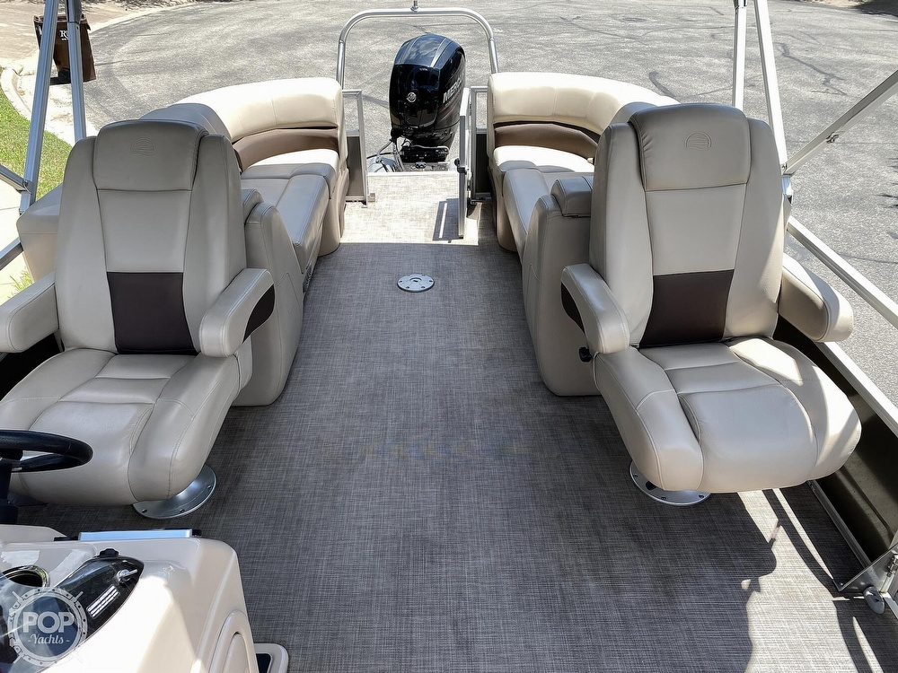 2019 Sun Tracker boat for sale, model of the boat is 24 DLX Party Barge & Image # 27 of 40