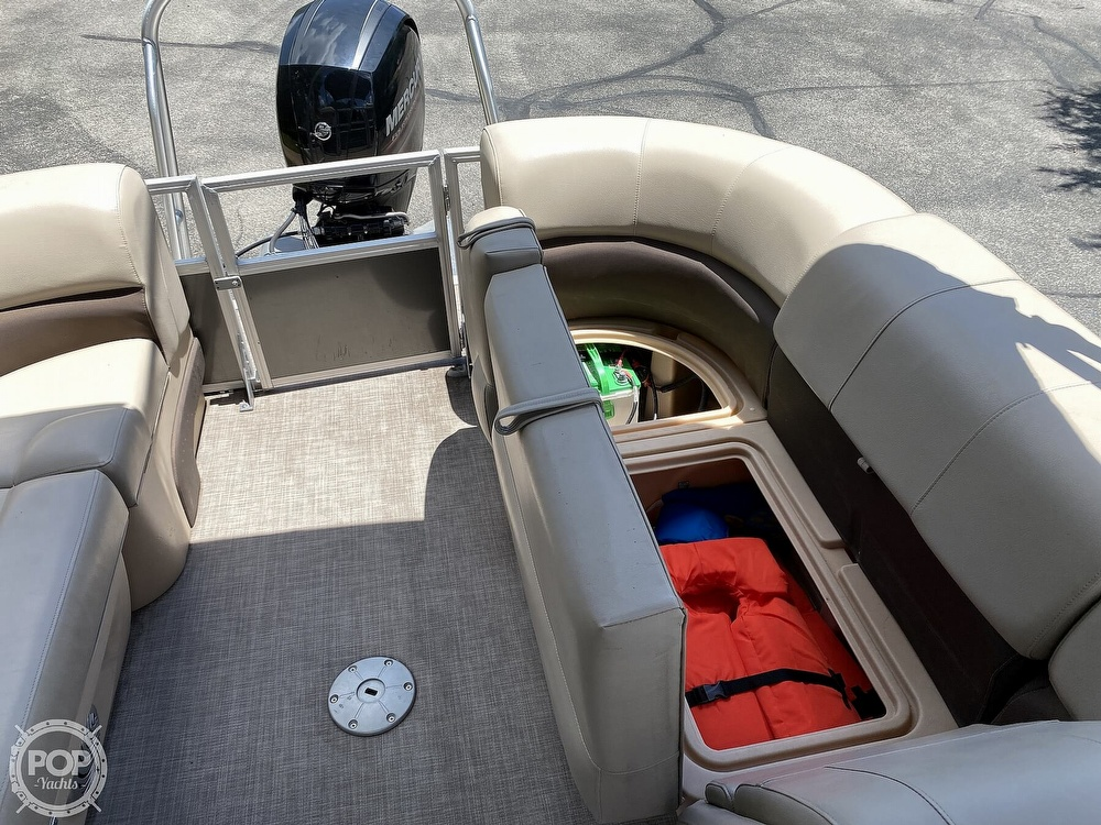 2019 Sun Tracker boat for sale, model of the boat is 24 DLX Party Barge & Image # 31 of 40
