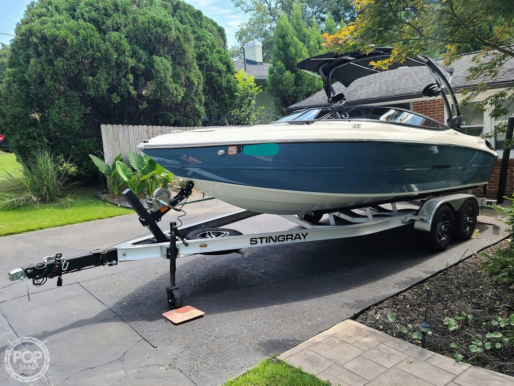 2020 Stingray boat for sale, model of the boat is 225SE & Image # 16 of 40