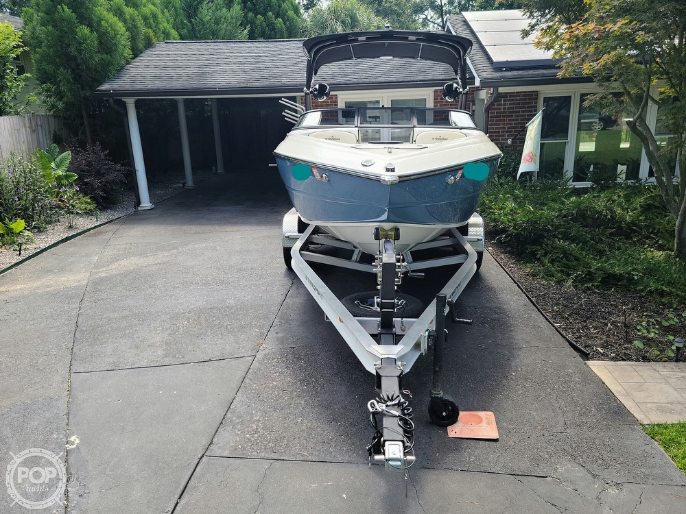 2020 Stingray boat for sale, model of the boat is 225SE & Image # 17 of 40