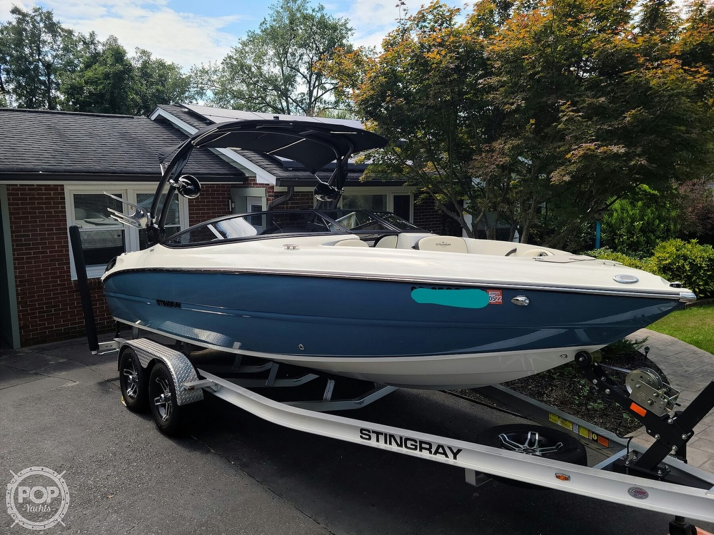 2020 Stingray boat for sale, model of the boat is 225SE & Image # 8 of 40