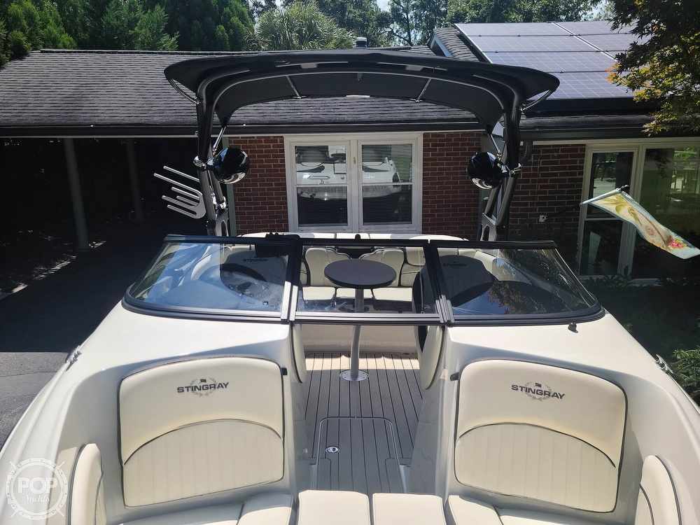 2020 Stingray boat for sale, model of the boat is 225SE & Image # 12 of 40