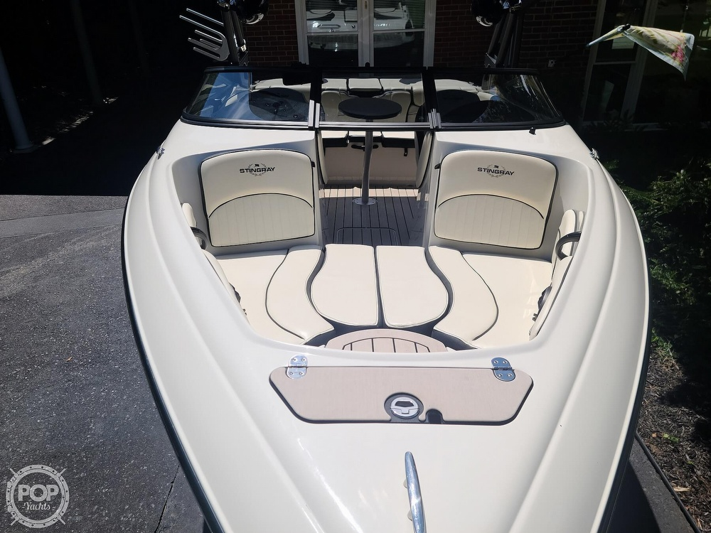 2020 Stingray boat for sale, model of the boat is 225SE & Image # 13 of 40