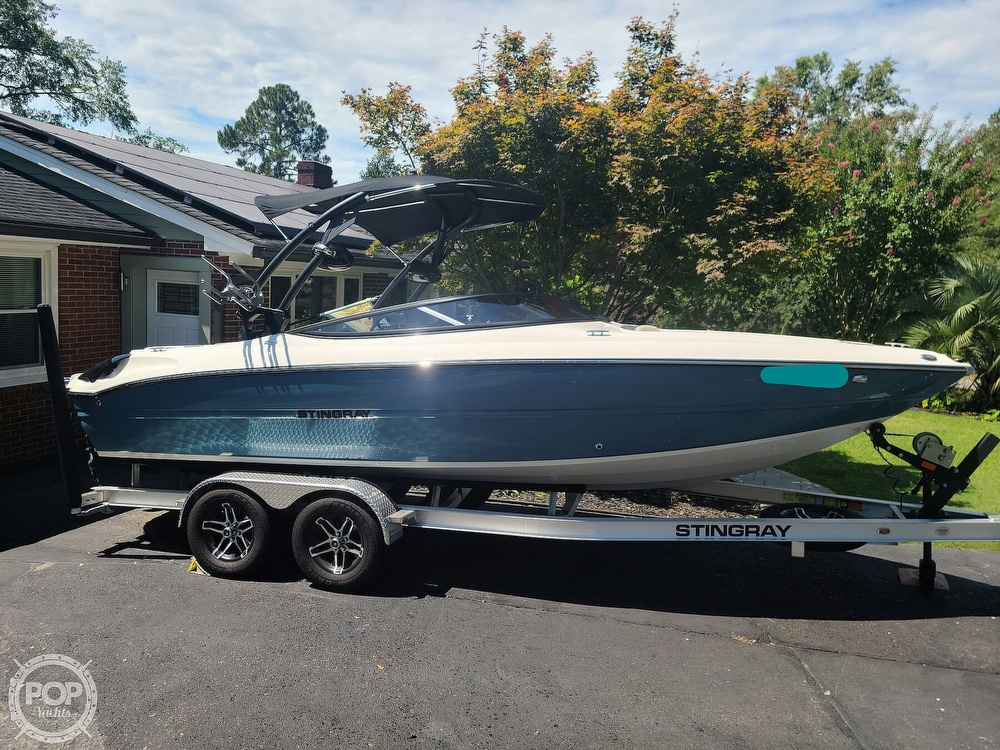 2020 Stingray boat for sale, model of the boat is 225SE & Image # 6 of 40