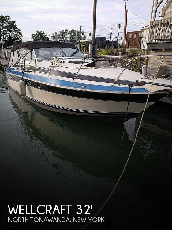1988 Wellcraft boat for sale, model of the boat is St. Tropez 32 & Image # 1 of 40