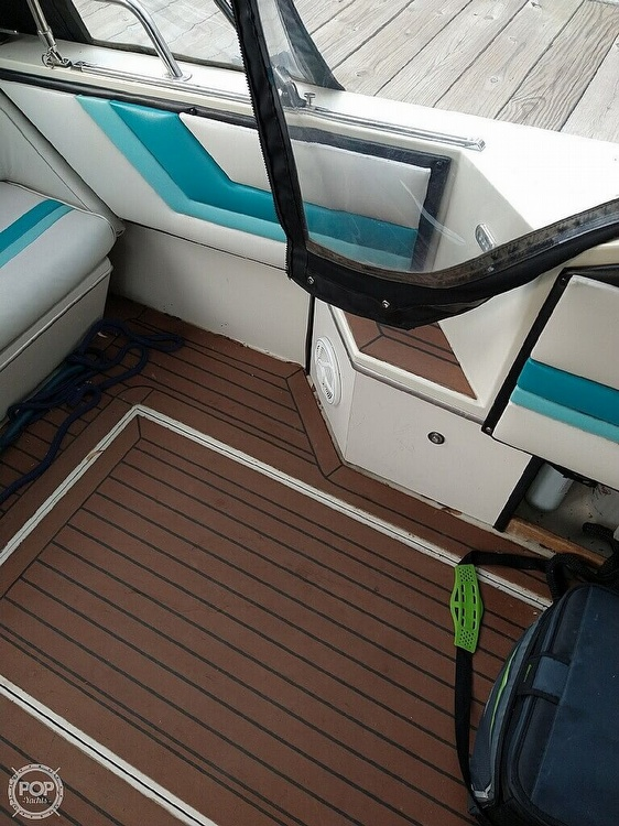 1988 Wellcraft boat for sale, model of the boat is St. Tropez 32 & Image # 7 of 40