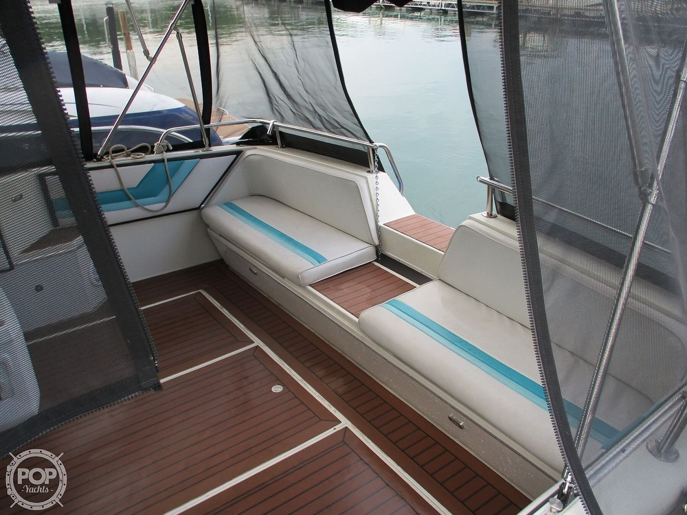 1988 Wellcraft boat for sale, model of the boat is St. Tropez 32 & Image # 28 of 40
