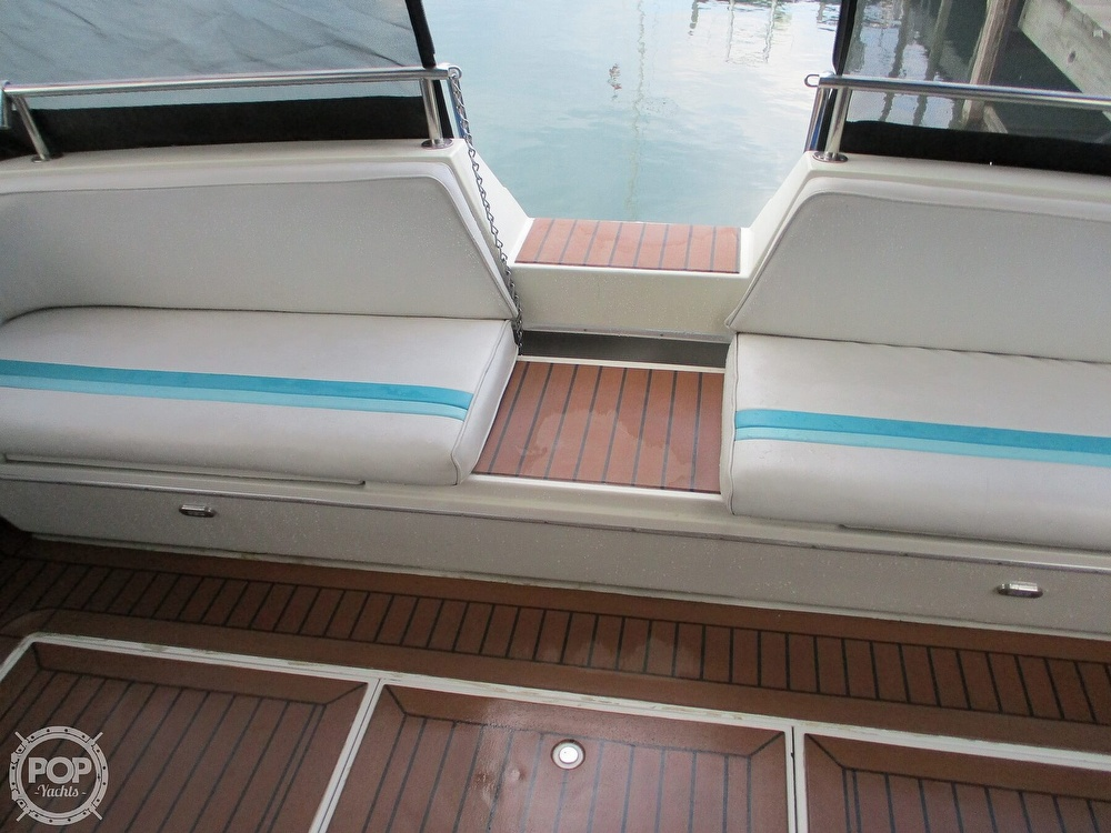 1988 Wellcraft boat for sale, model of the boat is St. Tropez 32 & Image # 31 of 40