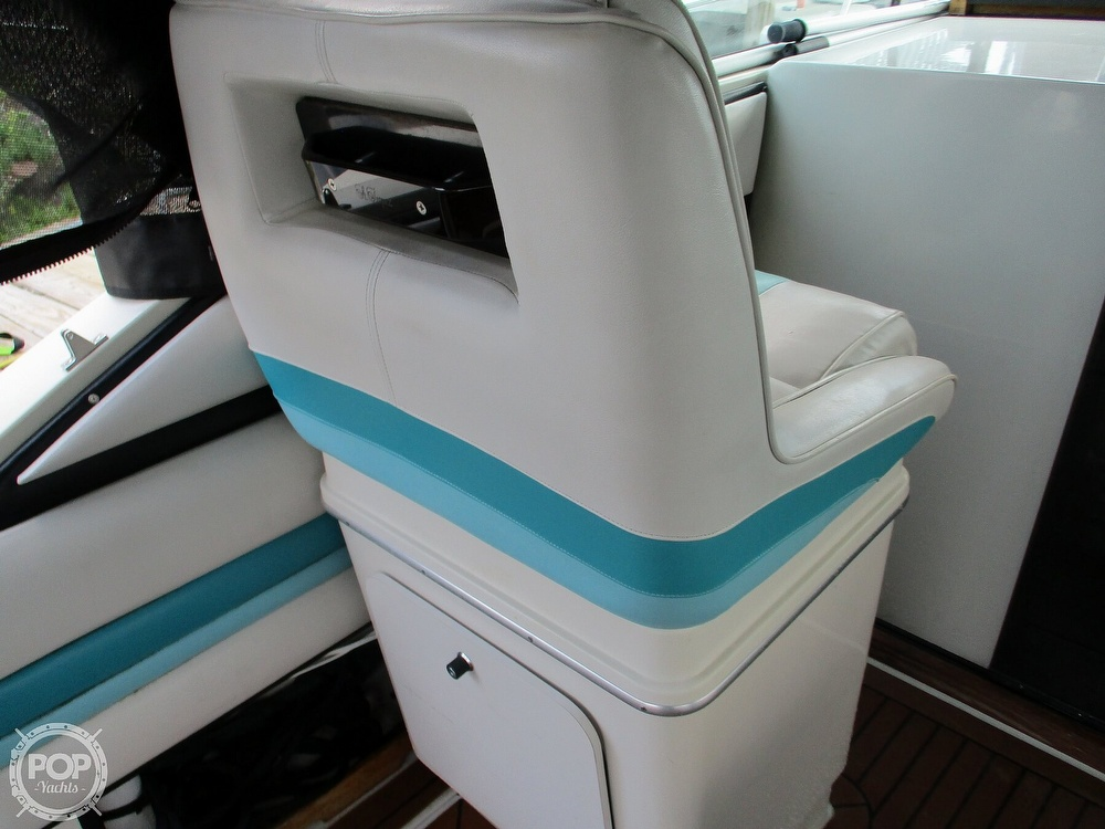1988 Wellcraft boat for sale, model of the boat is St. Tropez 32 & Image # 33 of 40