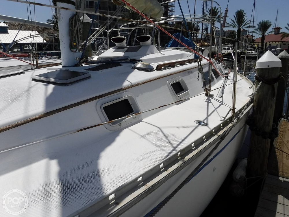 1986 Hunter boat for sale, model of the boat is 34 & Image # 8 of 40