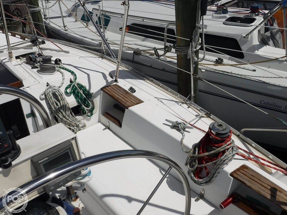 1986 Hunter boat for sale, model of the boat is 34 & Image # 13 of 40
