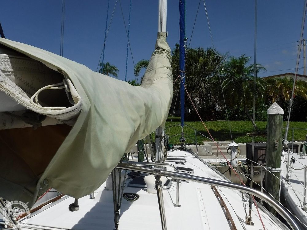 1986 Hunter boat for sale, model of the boat is 34 & Image # 14 of 40