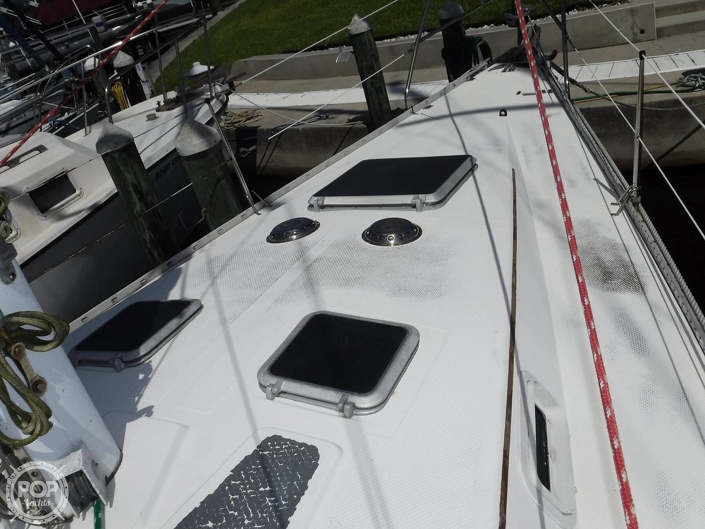 1986 Hunter boat for sale, model of the boat is 34 & Image # 21 of 40