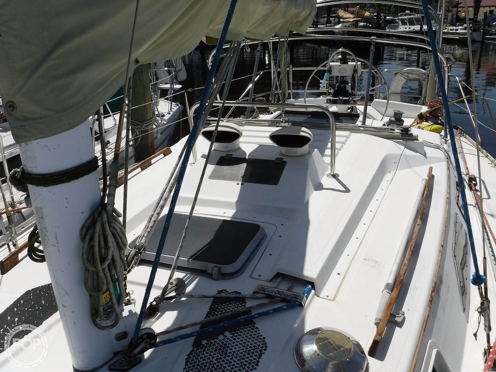 1986 Hunter boat for sale, model of the boat is 34 & Image # 27 of 40