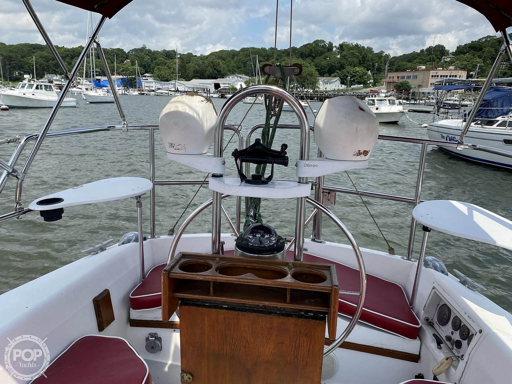 1988 Catalina Yachts boat for sale, model of the boat is 30 Tall Rig & Image # 4 of 40