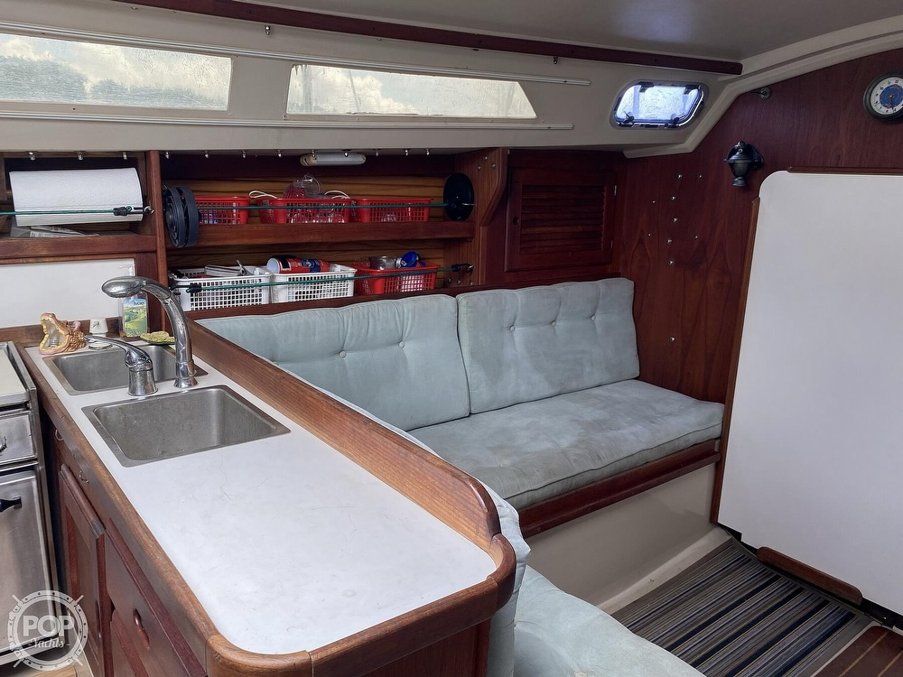 1988 Catalina Yachts boat for sale, model of the boat is 30 Tall Rig & Image # 7 of 40