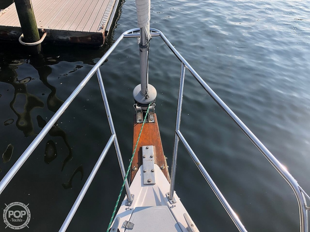 1988 Catalina Yachts boat for sale, model of the boat is 30 Tall Rig & Image # 9 of 40