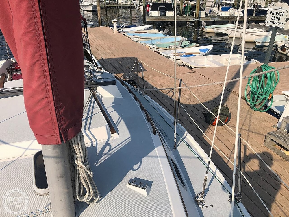 1988 Catalina Yachts boat for sale, model of the boat is 30 Tall Rig & Image # 12 of 40