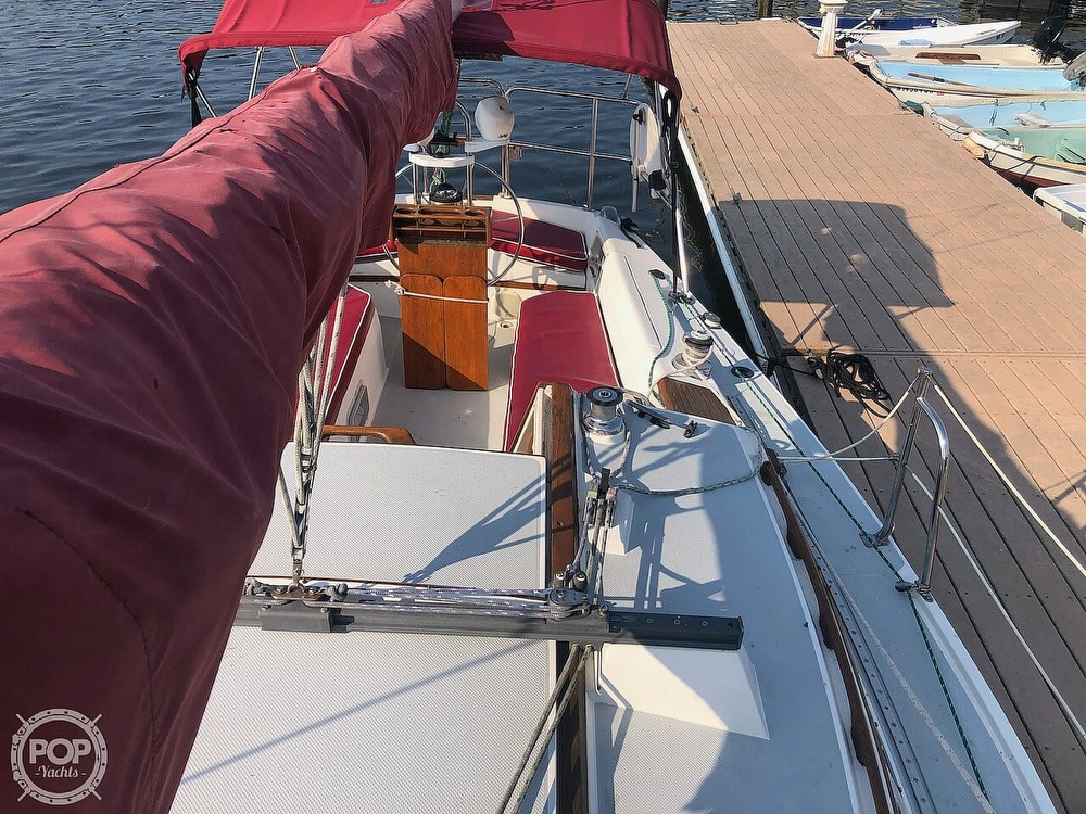 1988 Catalina Yachts boat for sale, model of the boat is 30 Tall Rig & Image # 14 of 40
