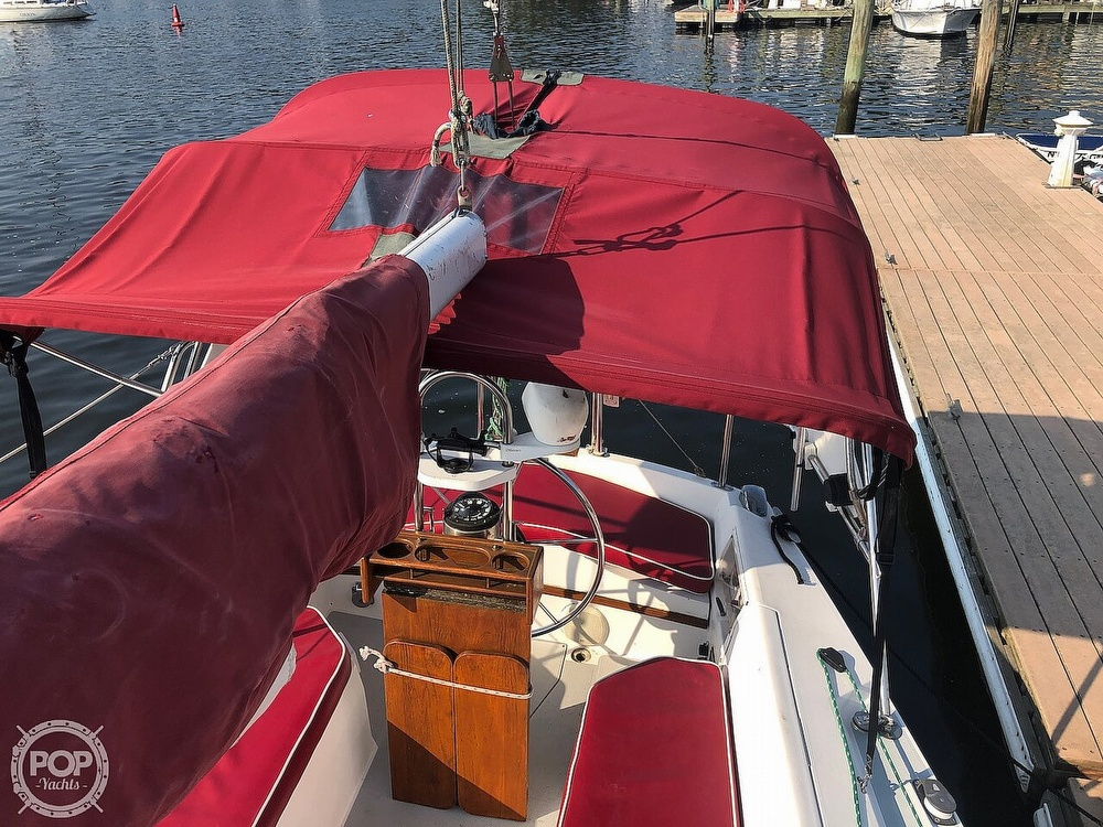 1988 Catalina Yachts boat for sale, model of the boat is 30 Tall Rig & Image # 15 of 40