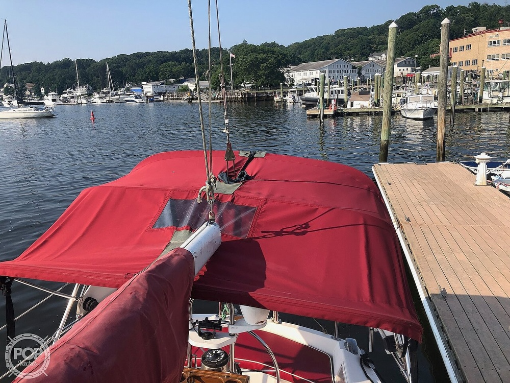 1988 Catalina Yachts boat for sale, model of the boat is 30 Tall Rig & Image # 16 of 40