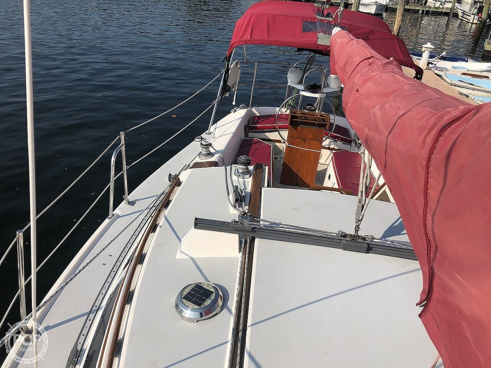 1988 Catalina Yachts boat for sale, model of the boat is 30 Tall Rig & Image # 17 of 40