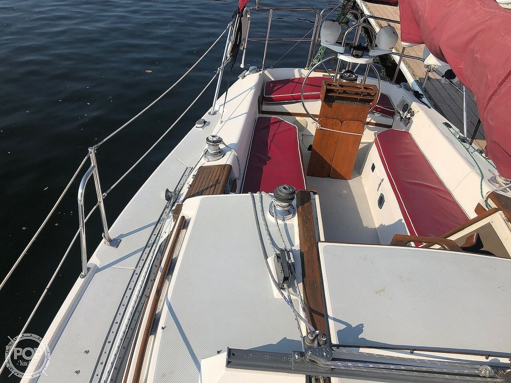 1988 Catalina Yachts boat for sale, model of the boat is 30 Tall Rig & Image # 18 of 40