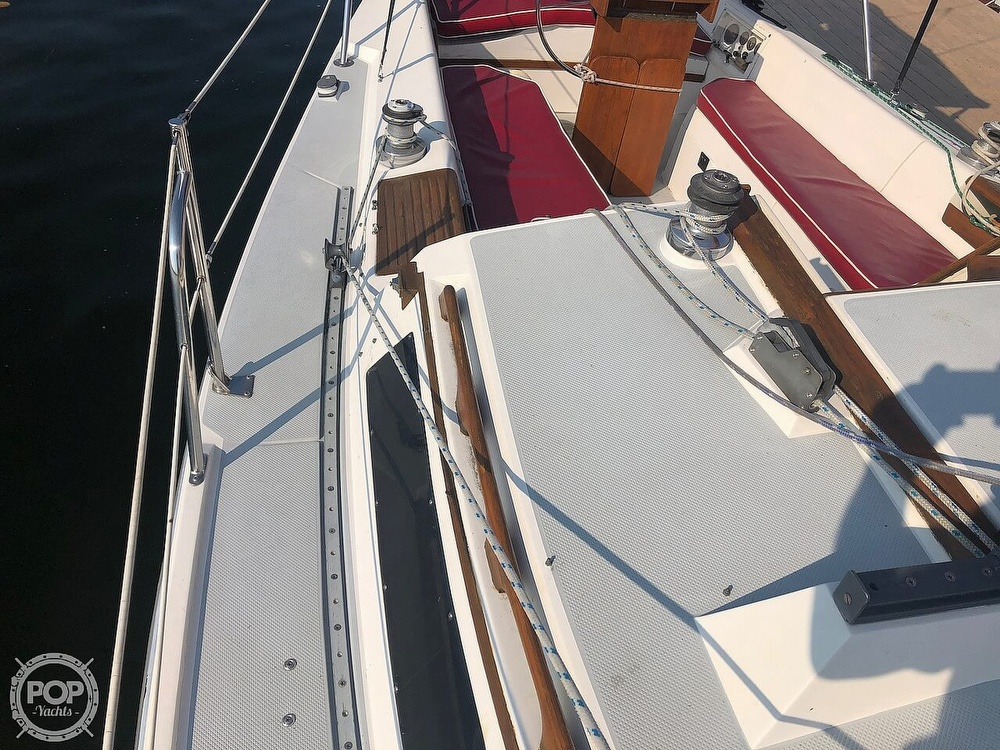 1988 Catalina Yachts boat for sale, model of the boat is 30 Tall Rig & Image # 20 of 40