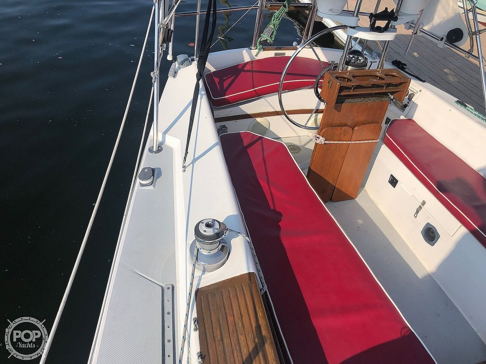 1988 Catalina Yachts boat for sale, model of the boat is 30 Tall Rig & Image # 21 of 40