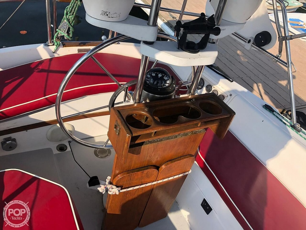 1988 Catalina Yachts boat for sale, model of the boat is 30 Tall Rig & Image # 22 of 40