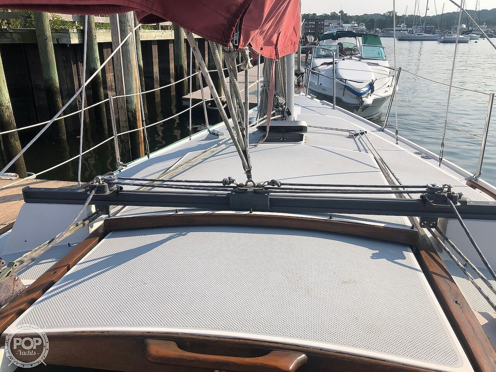 1988 Catalina Yachts boat for sale, model of the boat is 30 Tall Rig & Image # 33 of 40