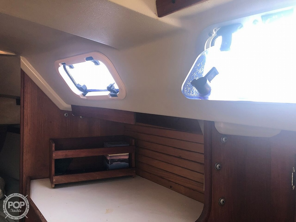 1988 Catalina Yachts boat for sale, model of the boat is 30 Tall Rig & Image # 38 of 40