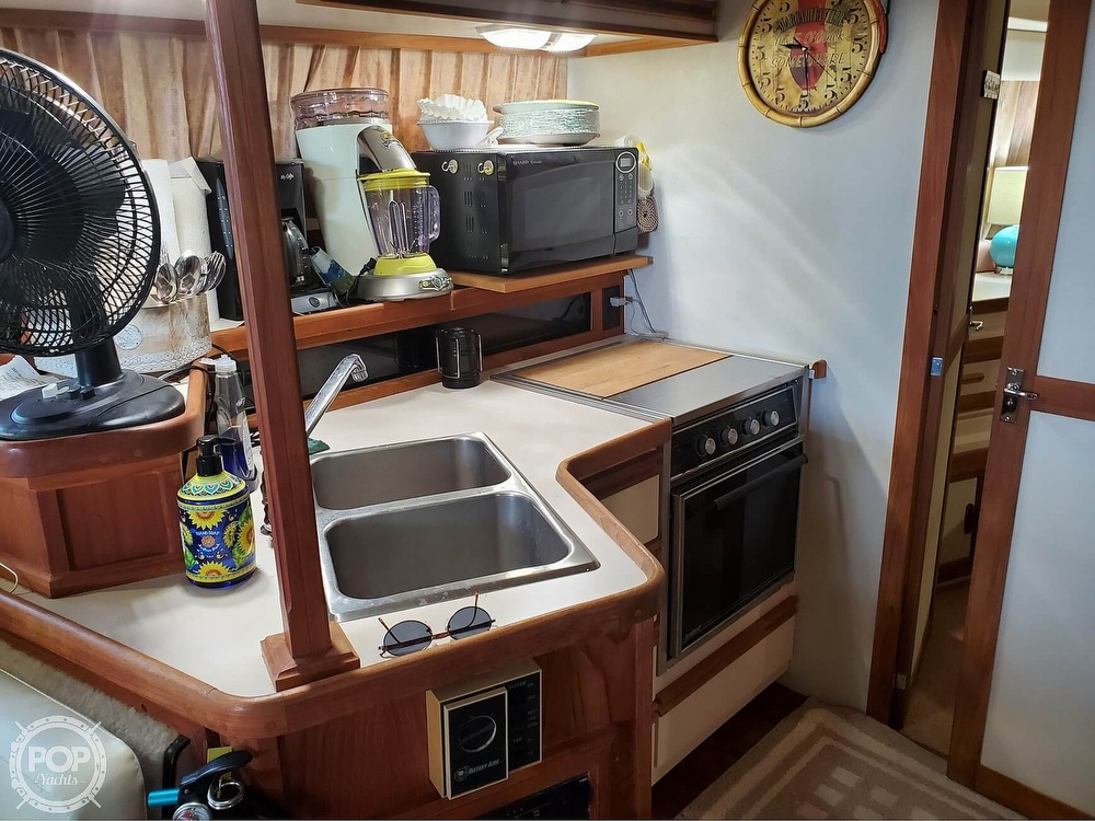 1989 Carver boat for sale, model of the boat is Mariner 3297 & Image # 31 of 40