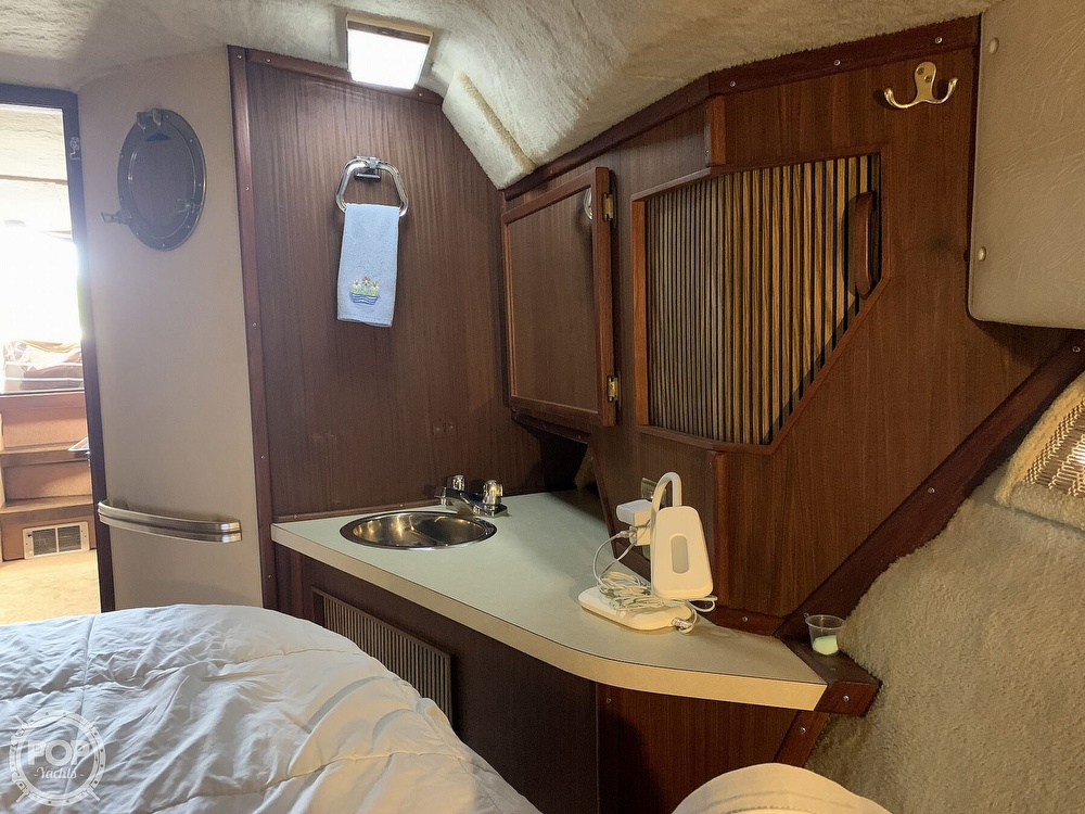 1986 Sea Ray boat for sale, model of the boat is 390 Express & Image # 4 of 40