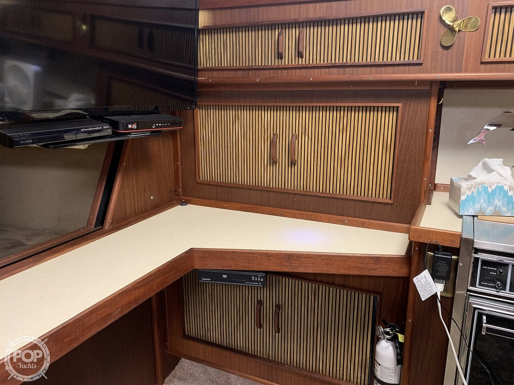 1986 Sea Ray boat for sale, model of the boat is 390 Express & Image # 22 of 40