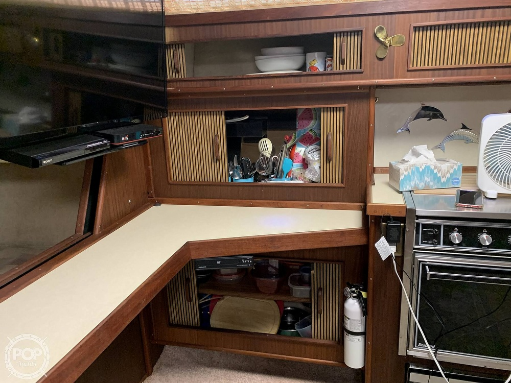 1986 Sea Ray boat for sale, model of the boat is 390 Express & Image # 23 of 40