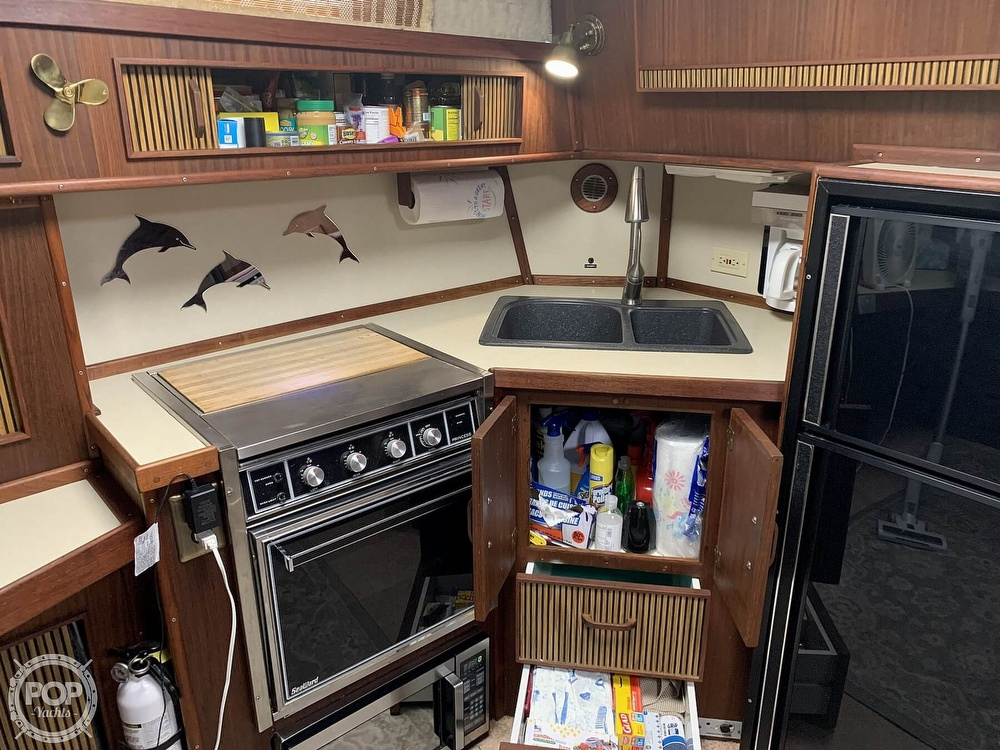 1986 Sea Ray boat for sale, model of the boat is 390 Express & Image # 33 of 40