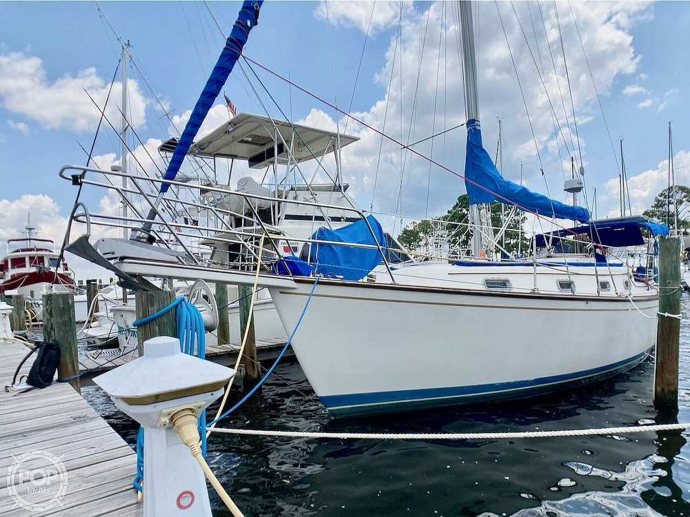 1986 Island Packet boat for sale, model of the boat is IP31 & Image # 2 of 40