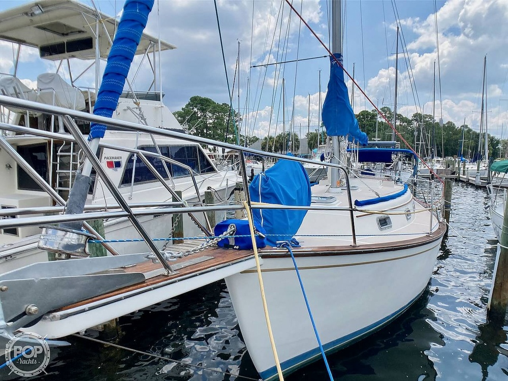 1986 Island Packet boat for sale, model of the boat is IP31 & Image # 3 of 40