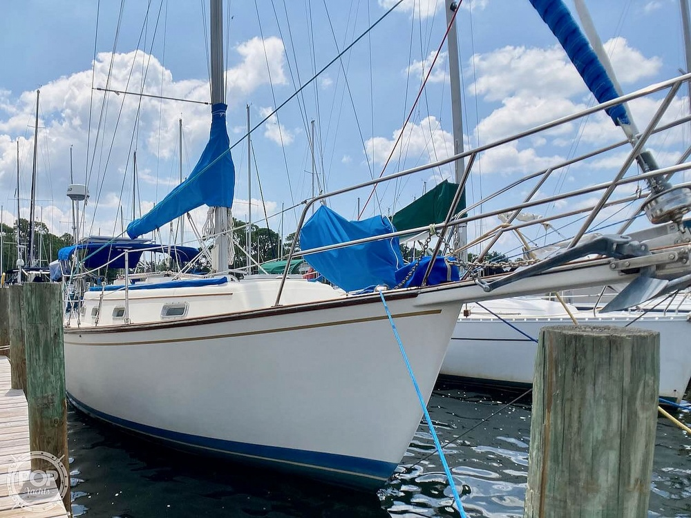 1986 Island Packet boat for sale, model of the boat is IP31 & Image # 6 of 40