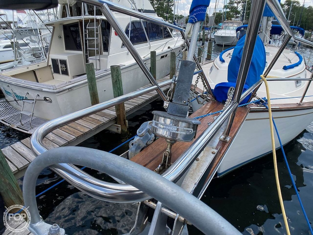 1986 Island Packet boat for sale, model of the boat is IP31 & Image # 8 of 40