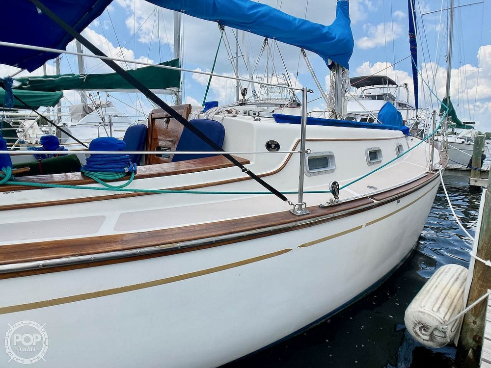 1986 Island Packet boat for sale, model of the boat is IP31 & Image # 9 of 40