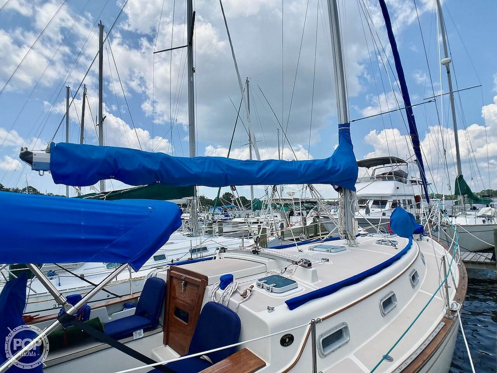 1986 Island Packet boat for sale, model of the boat is IP31 & Image # 11 of 40