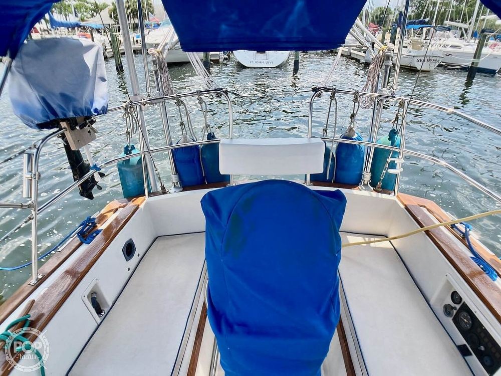 1986 Island Packet boat for sale, model of the boat is IP31 & Image # 23 of 40