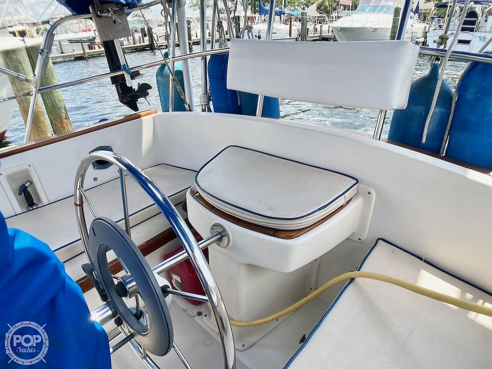 1986 Island Packet boat for sale, model of the boat is IP31 & Image # 28 of 40