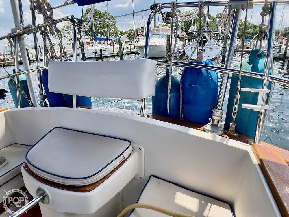 1986 Island Packet boat for sale, model of the boat is IP31 & Image # 30 of 40
